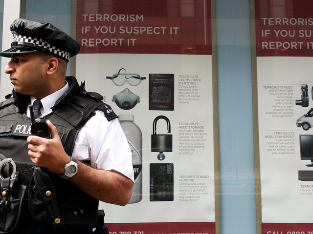 UK Police Trial Mobile Fingerprint Scanners Linked to Criminal and Immigration Databases