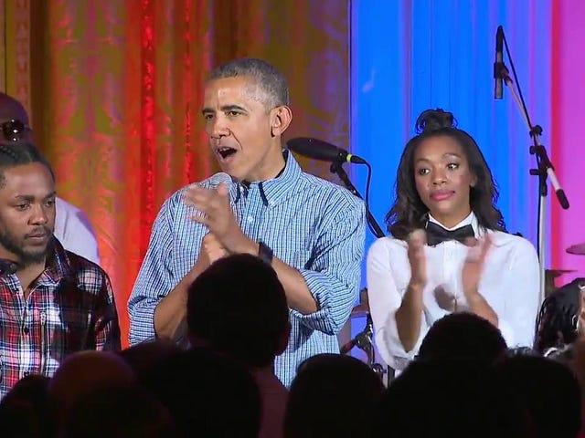 玛丽亚奥巴马获得肯德里克拉马尔,贾内尔莫纳和爸爸的生日歌
