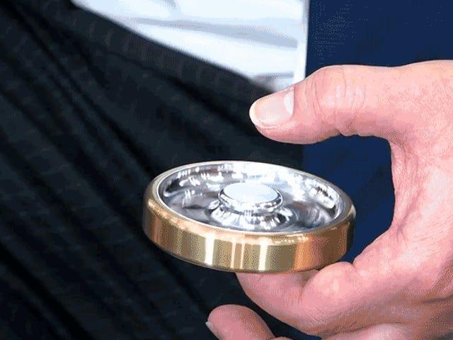 50 ingenieros se unieron para crear el mejor fidget spinner del mundo(y tardaron tanto que pasaron de moda)