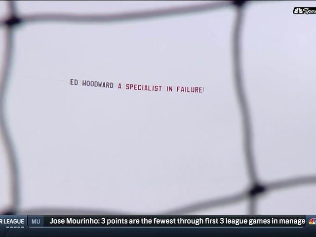 Manchester United-fansen gikk fullstendig med Arsenal med denne fly-over-banneren