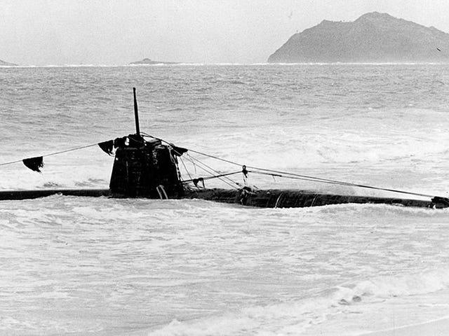 Guarda gli archeologi marini Esplora mini-sottomarini giapponesi affondati vicino a Pearl Harbor
