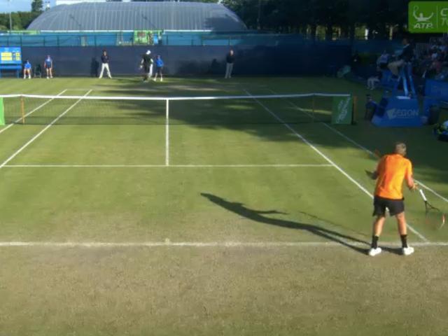 """Ο παίκτης του τένις χάνει τον αγώνα αφού τιμωρηθεί για να καλέσει τον εαυτό του Ένας """"ανόητος άνθρωπος"""""""