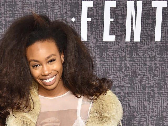 'Git Yo Fenty Güzelliğini Barışta Alın, Sis!'  Sephora'daki Irksal Profil Oluşturma Olayından Sonra SZA Rihanna'dan Hediye Alır