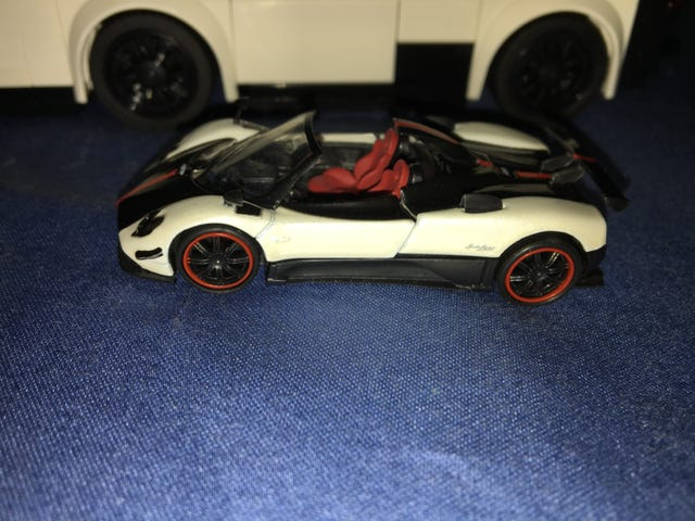 So, the same day I build a LEGO Zonda Cinque Roadster...