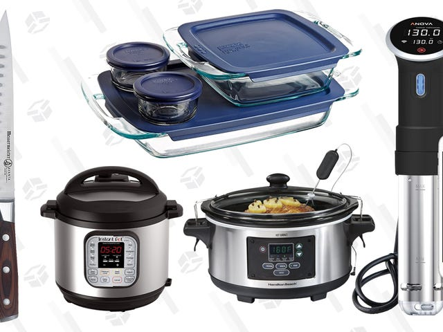 The Equipment You'll Need to Cook For Everyone This Thanksgiving
