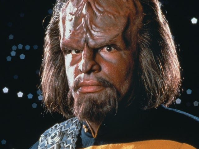 Worf's Dad Is Repeatedly Disgraced When Predictive Text WritesStar Trek: The Next Generation
