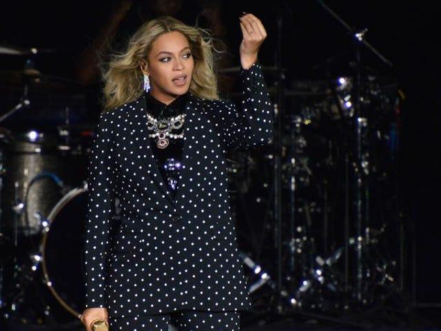 Η Beyoncé σας εύχεται ένα πολύ χριστουγεννιάτικο λεμόνι με τα νέα της εμπορικά προϊόντα