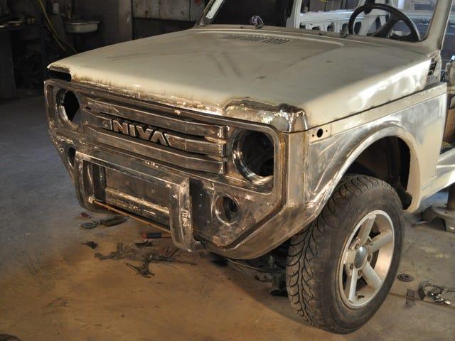 Κάποιος ήθελε ένα νέο Ford Bronco τόσο κακό που έκαναν τη δική τους ... ρωσική στυλ