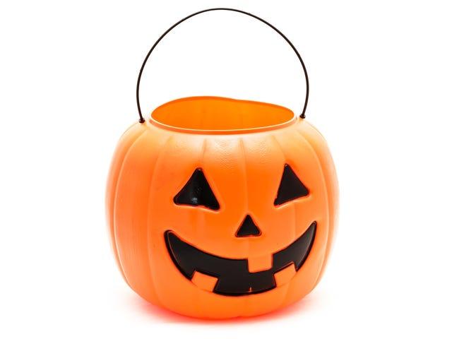 Đưa ra một bát kẹo rỗng vào ngày lễ Halloween