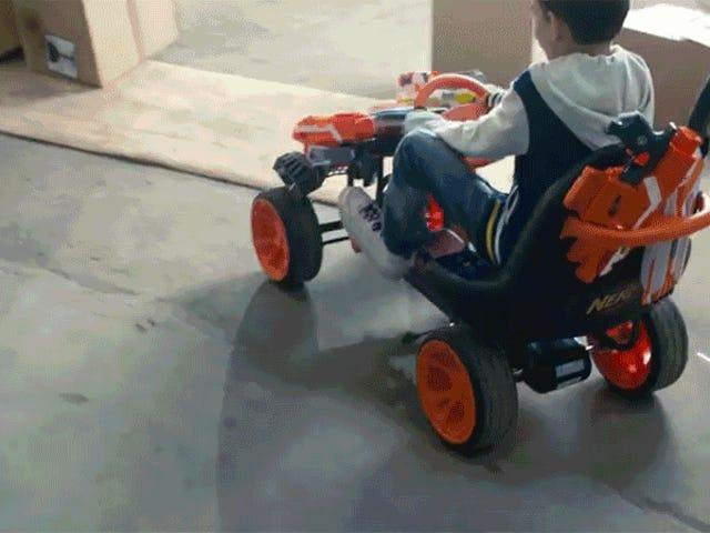 Beväpnad med din Nerf Blasters blir denna Go-Kart en <i>Mad Max</i> Like War Machine