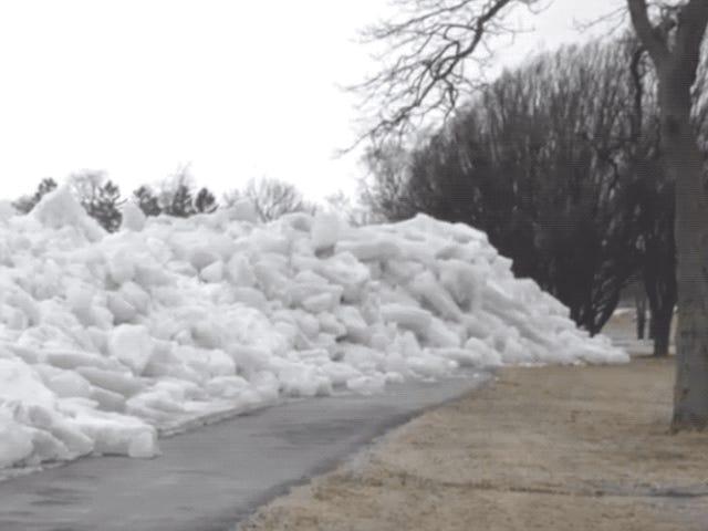 Este es el aterrador aspecto de un tsunami de hielo arrasando una zona residencial
