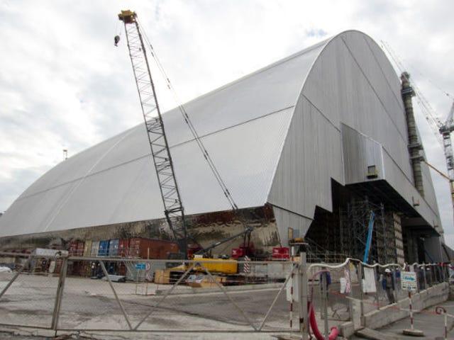Comienzan a instalar en Chernóbil la cúpula antirradiación más grande del mundo