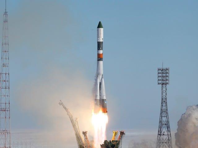 रूसिया प्लानिया एनवी सु सुनेरा मिसियोन त्रिपुलादा ए ला लूना एन एल 2031, वाई ये एस्टा बसकोण्डो लॉस कोस्मोनॉटस