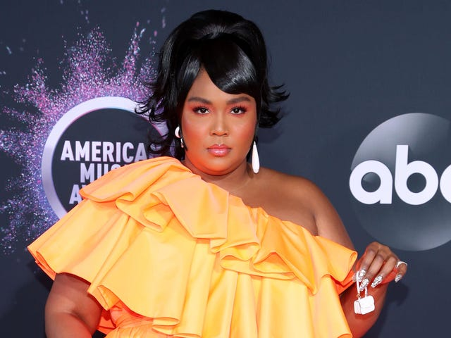 Let's Be Real, 2019 American Music Awards: Lizzo's Teeny-Tiny Purse Was the Biggest Winner of the Night