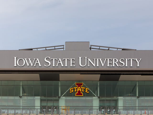 Thousands Of Students Forced To Attend Iowa State After University Sets Acceptance Rate To 140%<em></em>