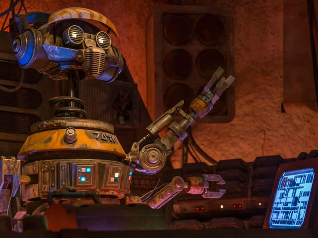 Our Top 10 Tips for Visiting Star Wars: Galaxy's Edge