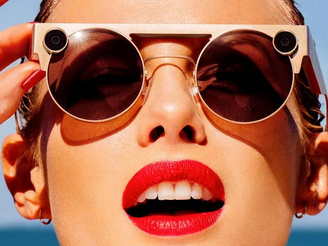 I nuovi occhiali Snapchat ora hanno una seconda fotocamera, sono più costosi e altrettanto brutti