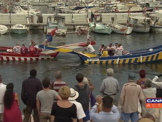 Denne Boat Jousting Footage bringer tilbage utroligt smertefulde minder