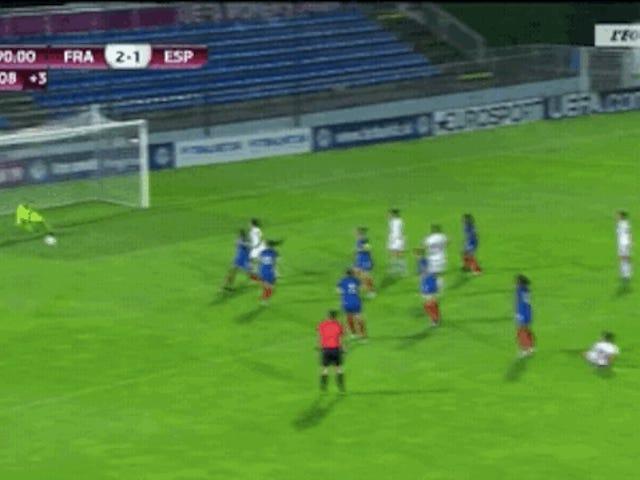 Women's Youth Soccer Championship Udvalgte frygtelige pitch, endnu værre frøken