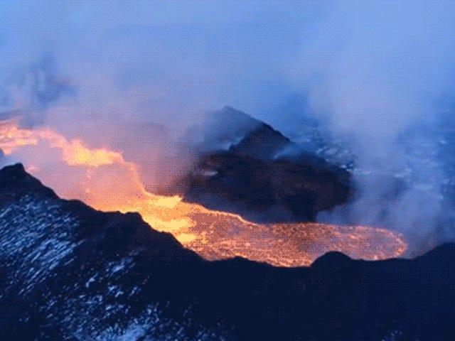 Espectaculares videos e imágenes del campo de lava más grande del mundo en 200 años