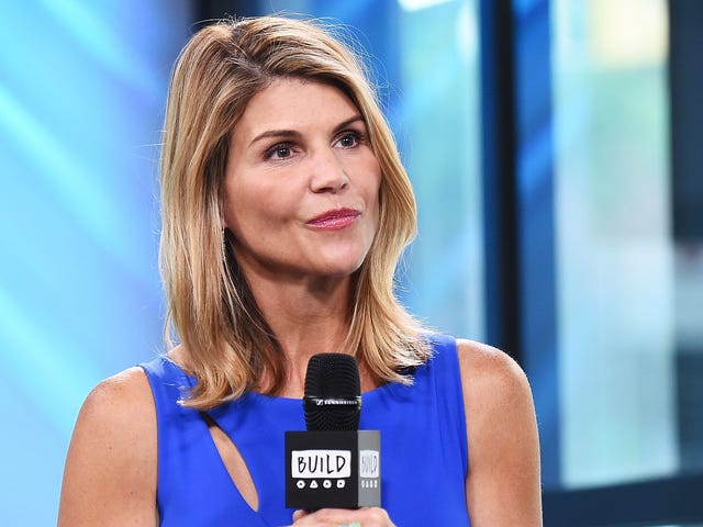 What Will Happen to Aunt Becky on Fuller House?