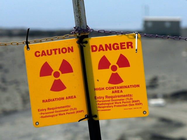 누군가가 정부 주차장에서 호텔 플루토늄을 훔치기 쉽다.