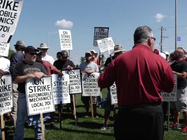 Chicago Dealer Group Accuses Striking Mechanics' Union Of Breaking Federal Labor Laws