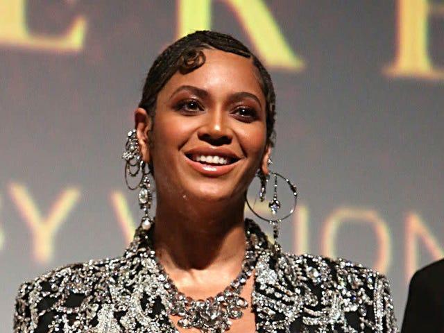 Beyoncé (vô tình) làm cho nhân viên của Sainsbury trông cực kỳ theo xu hướng