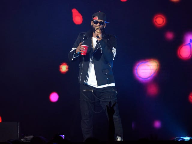 New Accuser Says R. Kelly Gave Her an STD