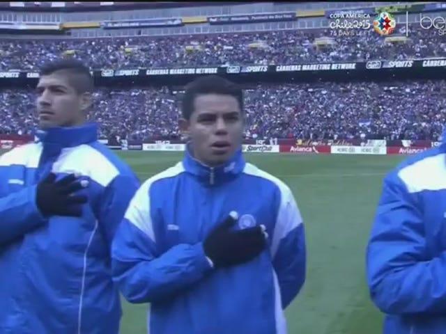 Đội El Salvador, người hâm mộ bị cản trở bởi bài hát sai ở sân FedEx