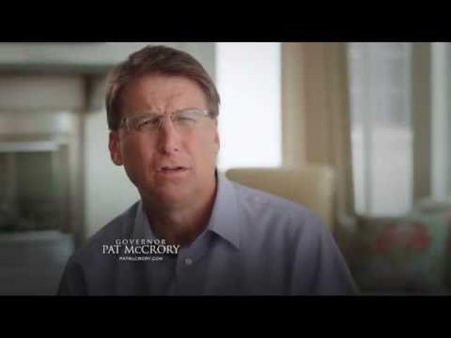 Le gouverneur de Caroline du Nord est de retour avec le récit de ses prédateurs dans la vidéo de la campagne