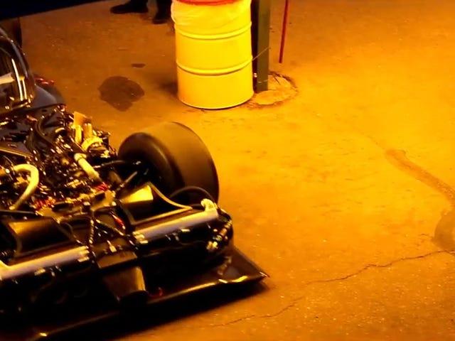 Naken Nissan LMP1-bil visar utanför sin galna frontmotor design