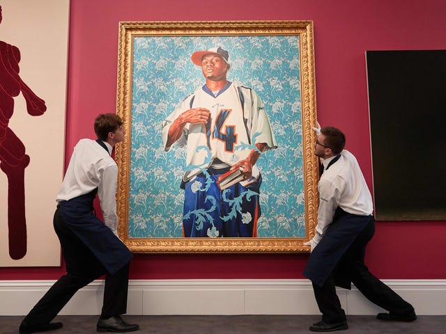 With Their Chosen Portraitists, Barack and Michelle Obama Nod to Class Barriers