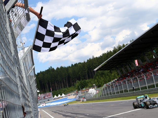 F1 Mandates Digital Checkered Flag for 2019 After Officiating Mishap That Ended Canadian Grand Prix Early