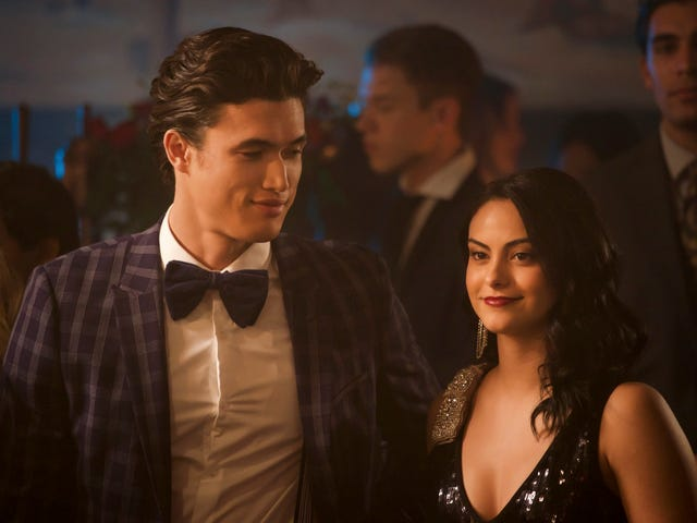 Riverdale returns with bisexual cat burglars and shifting relationship dynamics