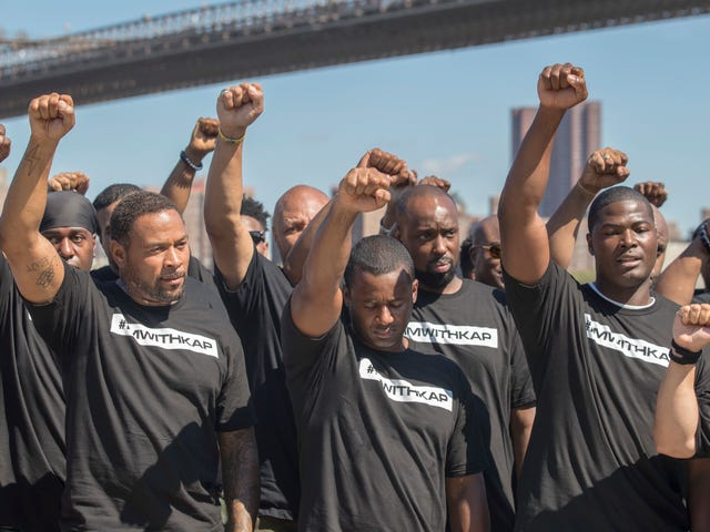 """NYPD Rally, Sing 'Black Hymn narodowy """"w obronie Colina Kaepernicka"""