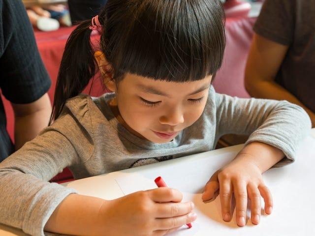 Jouez à ces jeux «crayon et papier» avec votre enfant