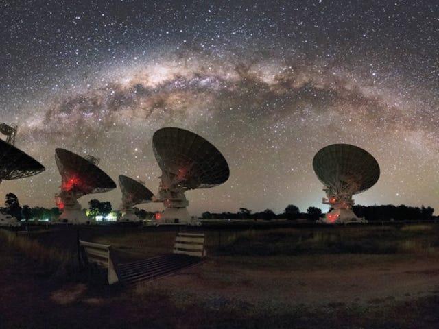 Astrónomos detectan una intensa señal de radio con una frecuencia misteriosamente baja