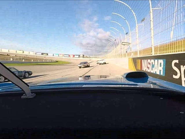 Eski NASCAR otomobilleri bu açıdan çok daha fazla badas görünmektedir.