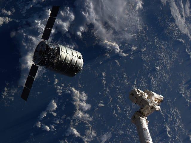 NASA brandt een vuur in de ruimte opnieuw omdat op dit punt zeker waarom niet