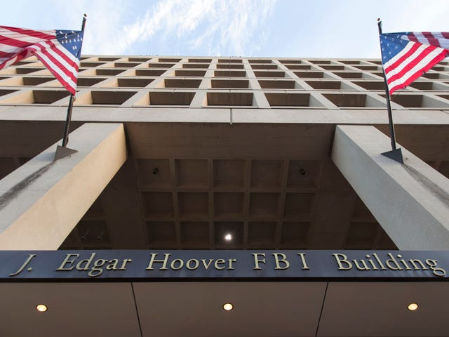 FBI: n laittomasti kohdistetut Yhdysvaltain kansalaiset, joilla on tarpeettomia NSA-tietokantahakuja, salaiset tuomioistuinhaut