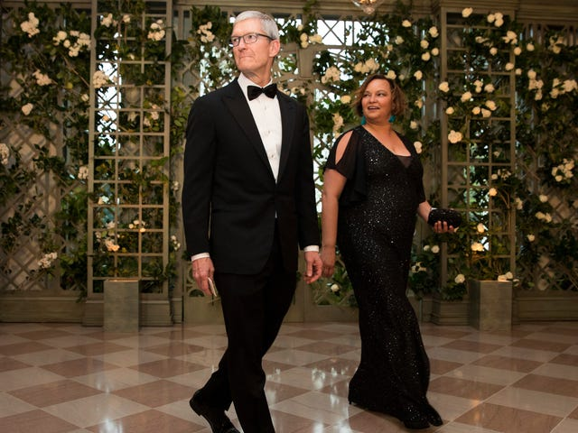 Behold Tim Cook's Obvious Discomfort Attending Trump's White House State Dinner<em></em>