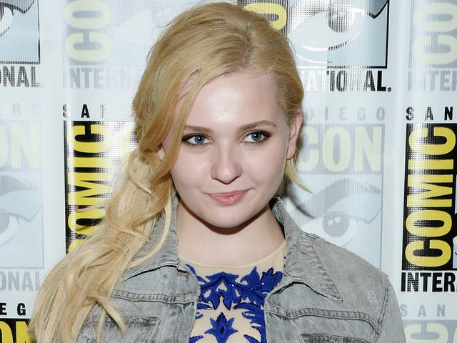 Abigail Breslin Is Single and Thriving