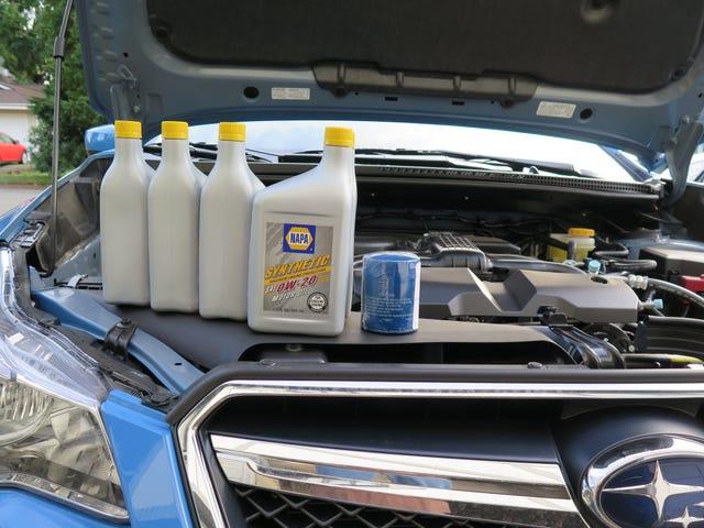 Primer cambio de aceite en el Subie: mi esposa está muy emocionada de conducir con su sexy nuevo azul