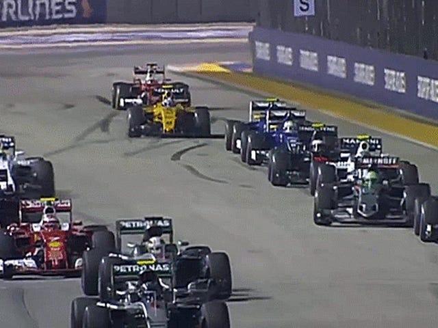 HULK SMASH aan het begin van de Grand Prix van Singapore