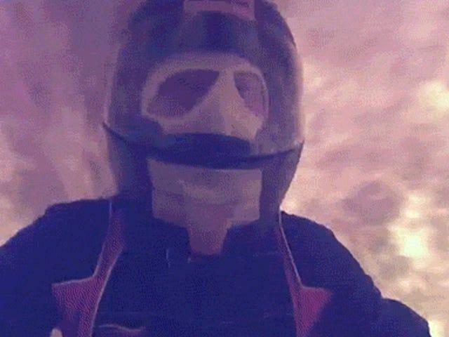 Titta på två galningar kör en motorcykel genom en 393-fots brand helvetetunnel