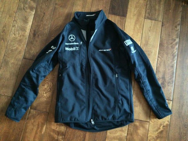 Nakuha ang Aking McLaren-Mercedes F1 Jacket sa Mail Ngayon.