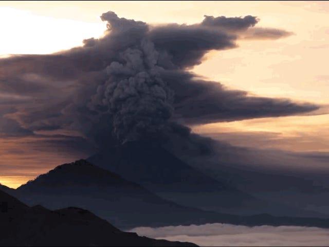 Medio siglo después, Bali se prepara para otra gran erupción tras la devastación de 1963 donde murieron más de 1.000 personas