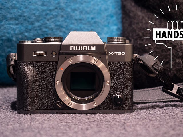 Fujifilm's X-T30 Mirrorless Camera Is a Little Fussy, But Absolutely Gorgeous