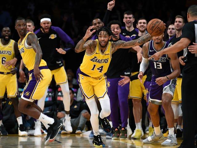 Ο Brandon Ingram ηλεκτροδοτεί τον Lakers πλήθος με την άμυνα της Inbounds Uh, όχι πραγματικά